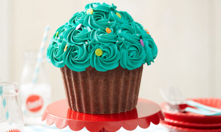 How to Make a Giant Cupcake Cake