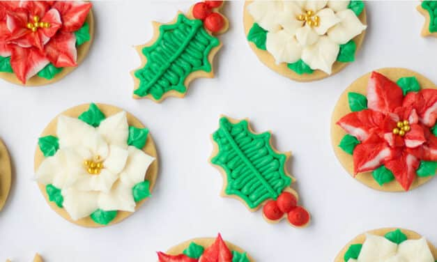 Buttercream Christmas Cookie Decorating with @The_Hutch_Oven