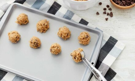 Cookie Sheets 101 – How to Clean Cookie Sheets and More